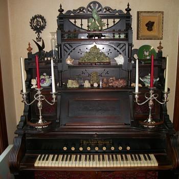 Victorian Parlor Organ - Musical Instruments