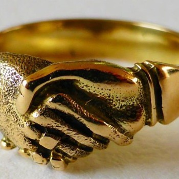 UNUSUAL ANTIQUE GEORGIAN 14K FEDE HANDSHAKE FRIENDSHIP RING  - Fine Jewelry