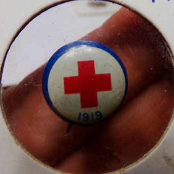 1919 Red Cross Pin - Medals Pins and Badges