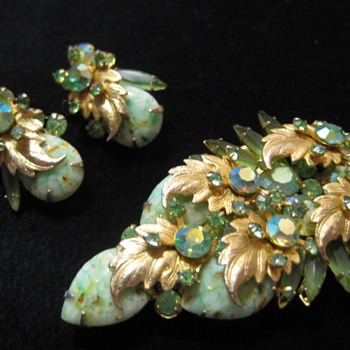 DeLizza & Elster Green Confetti (?) Stone Gold Leaf Set - Costume Jewelry
