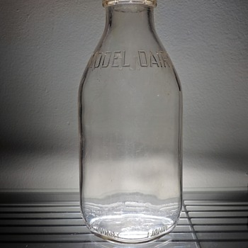 1953 Model Dairy Milk Bottle Owens-Illinois Duraglas Embossed One Quart Vintage Glass Connellsville, Pennsylvania - Bottles
