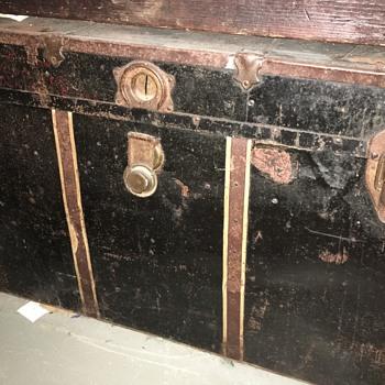 Help indentify this gem!  - Furniture