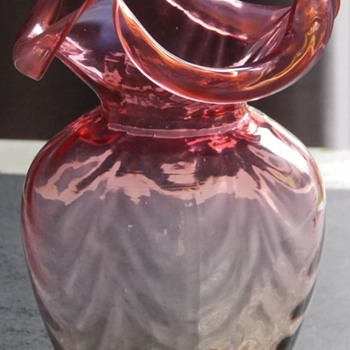 Amber uranium three pointed vase