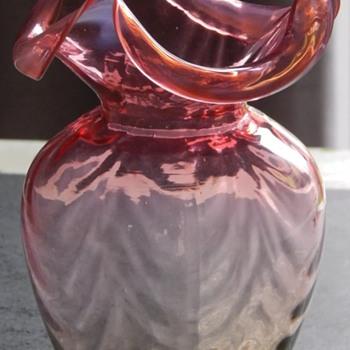 Amber uranium three pointed vase - Glassware