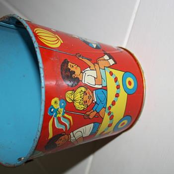 Vintage sand buckets - Toys
