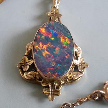 Antique Arts & Craft 9ct gold opal doublet pendant