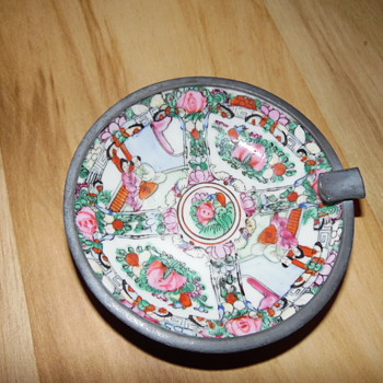Antique Rose Medallion Plate With Chinese Characters