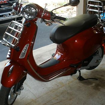 My 2020 Vespa Primavera 150 c.c. scooter - Motorcycles