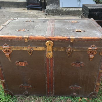Antique Canvas and Leather Trunk Idenfication Help- Eagle Lock - Furniture
