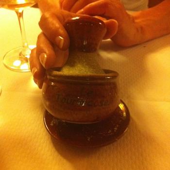 """Salt """"grinder"""" in Paris restaurant"""