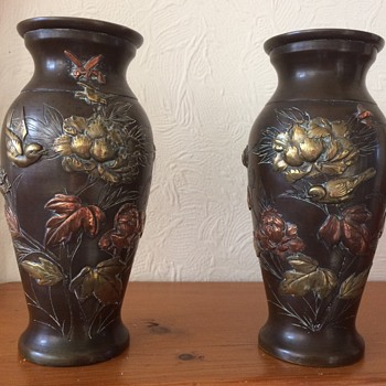 A Pair of Japanese 19th Century Bronze Shakudo Vases - Asian