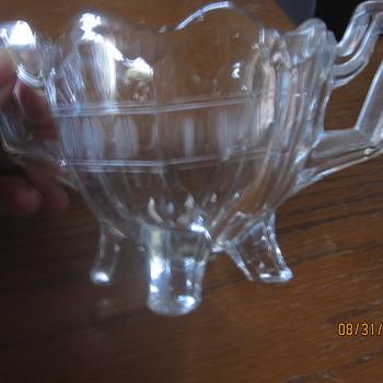sugar bowl with four feet - Glassware