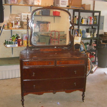 Dresser with mirror mystery - Furniture