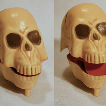 Chattering skull  - Toys