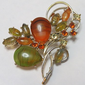 Costume Brooch - signed Exquisite - Costume Jewelry