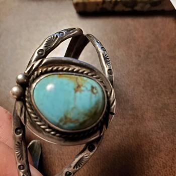 Native vintage cuff...artist is?? - Fine Jewelry