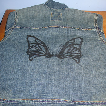 LEVIS WOMENS JACKET WITH DESIGN ON BACK