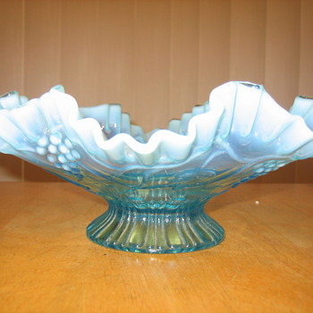 Beautiful Ruffled Edge Bowl - Glassware