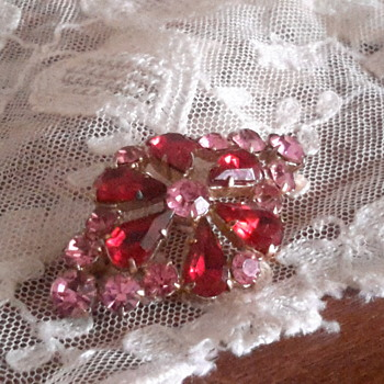 1950s Rhinestone paste brooch - Costume Jewelry