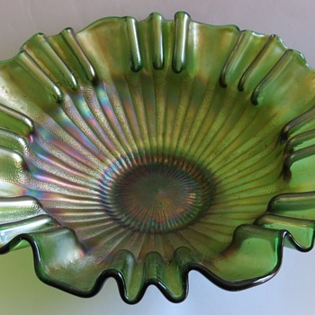 Green Carnival Glass Bowl - Fenton, Stippled Rays - Glassware