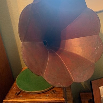 Model and Year for Columbia Phonograph? - Electronics