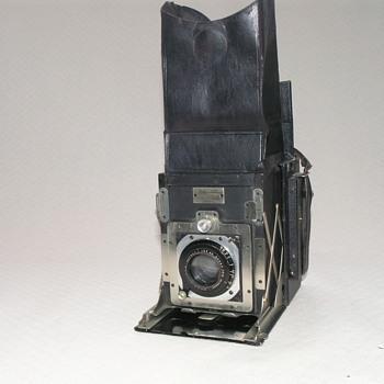 Newman & Guardia, Folding Reflex Camera, 1921. - Cameras