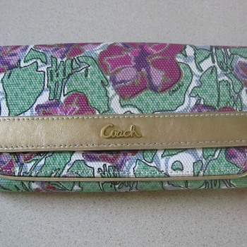 Anyone know how old or the pattern name of this coach wallet?