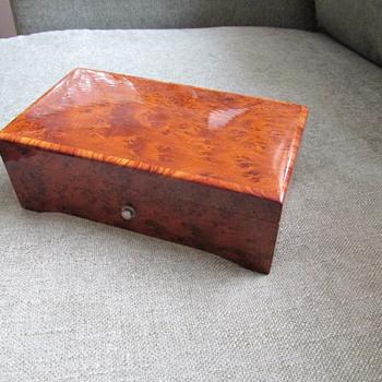 Swiss made Thorens music box - Music Memorabilia