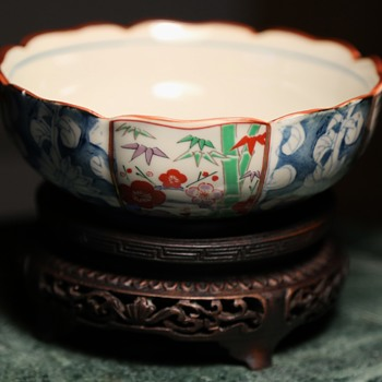 Pretty Kutani Bowl - with foil label and mark - Pottery