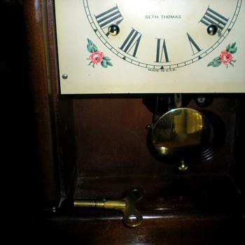 antique Seth Thomas mahagony mantel clock - Clocks