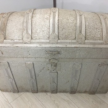 Anyone have any info on this trunk? - Furniture