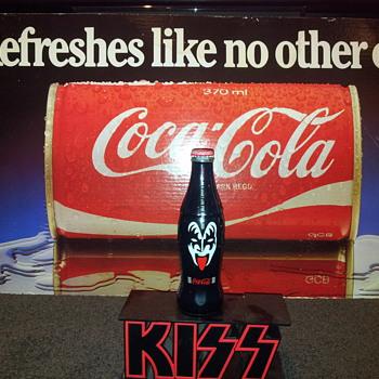 kiss bottle - Coca-Cola