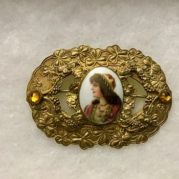 Antique C-clasp brooch - Fine Jewelry