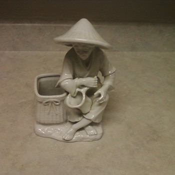 PORCELAINE BLANCH FIGURINE - Asian