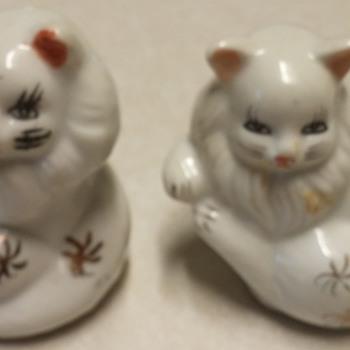 2 White Cat Figurines - Animals