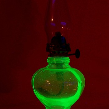 "Small Uranium Glass "" Handy Lamp """