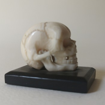 Nicely carved ivory memento mori skull miniature  - Figurines