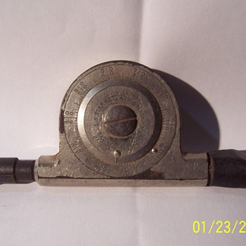 MECHANICAL HAND HELD TACHOMETER - Tools and Hardware