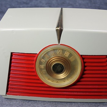 1949 RCA Model 8-X-542 Tube Radio