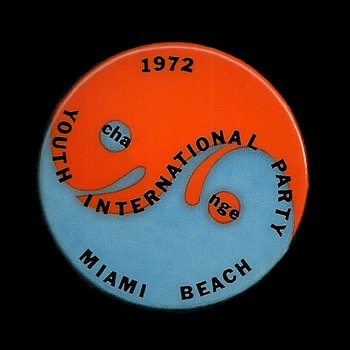 1972 Miami Beach DNC - YIPPIE Vietnam Protest Pinback Button - Medals Pins and Badges