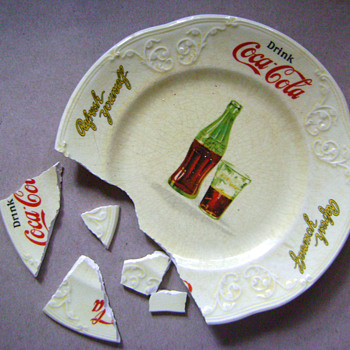 Oops! Plate fall down go boom! - Coca-Cola