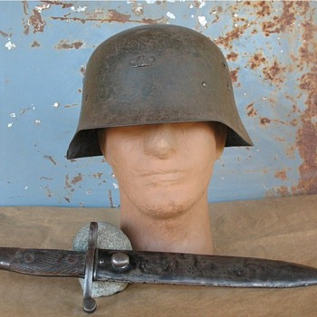 WWII Spanish M42 steel helmet & M41 Bolo Bayonet - Military and Wartime