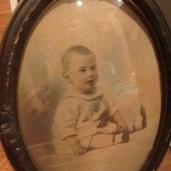 Antique Oval Frame with Bubble Glass and Baby Photograph - Photographs