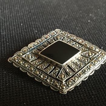 Silver brooch  - Fine Jewelry