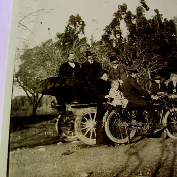 Is This A 1915,INDIAN MOTORCYCLE? - Photographs