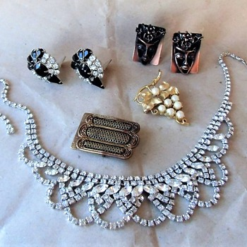 More Costume Jewelry Estate Collectibles - Costume Jewelry