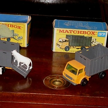 Matchbox 37 Dodge Cattle Trucks - Model Cars