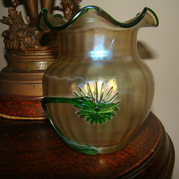 Kralik ribbed opalescent Vase - Art Glass