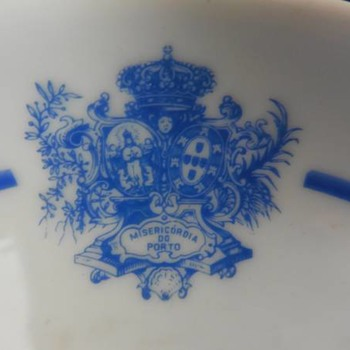 """An invalid feeder of the portuguese porcelain factory """"Vista Alegre"""" - China and Dinnerware"""