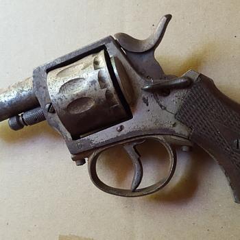 Old 12 cylinder cap gun.  - Toys